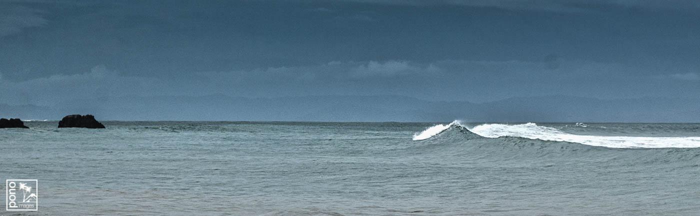 Breaking surf, Playa Pan Dulce, Costa Rica